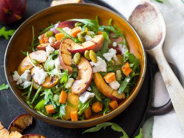 Gegrillte Nektarinen und Süßkartoffel-Salat