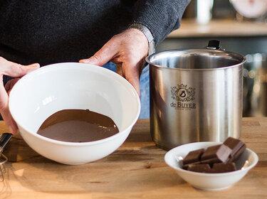 schokolade schmelzen leicht gemacht 3 methoden im test. Black Bedroom Furniture Sets. Home Design Ideas