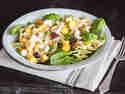 Fruchtiger Nudelsalat mit Mango und Cranberries