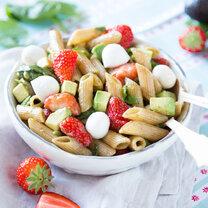 Erdbeer-Nudelsalat mit Mozzarella_featured