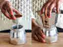 8.Kaffee-einsetzen-Kocher-verschließen_standard