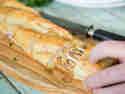 Gefülltes Baguette mit Knoblauchbutter