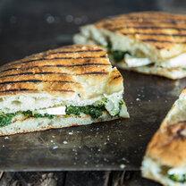 Gegrillte Pide-Sandwiches mit Spinat-Füllung_featured