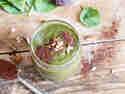 Frühstückssmoothie mit Spinat, Kirschen und Kakao