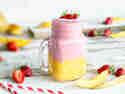 Fruchtiger Mango-Smoothie trifft cremigen Erdbeershake