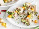 Aufgespießter Tofu vom Grill mit Physalis