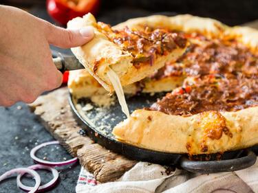 Randvoll Mit Kase So Machst Du Deine American Pizza Mit Kaserand Selbst