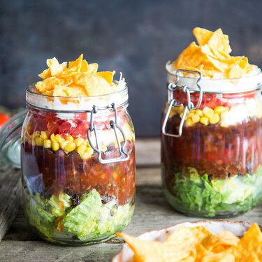 taco salat im glas geschichteter partyspa. Black Bedroom Furniture Sets. Home Design Ideas