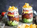 Taco Salat im Glas – geschichteter Partyspaß!