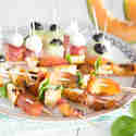 Dreierlei Spieße mit Mozzarella, Feta und Halloumi