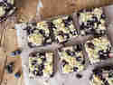 Blaubeeren-Streusel-Brownies