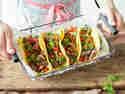 Fertig sind die original mexikanischen Tacos mit selbstgemachten Maistortillas.