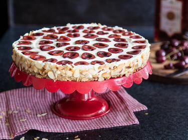 Philadelphia Torte Mit Kirschen Mandeln Und Amaretto