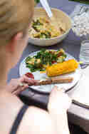Würstchen, Fleisch, Gemüse - Gasgrill Barney grillt dir alles so, wie du es magst. © Detailliebe