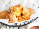 Die machen glücklich: Knusprige Süßkartoffelklöße mit Käsefüllung