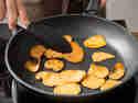 Gebratene Süßkartoffel aus der Pfanne