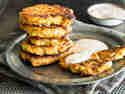 Schnelle Süßkartoffel-Lachs-Puffer mit Dip