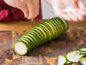 Zucchini großzügig salzen.