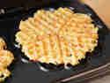 Kartoffelpuffer aus dem Waffeleisen.