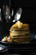 Zimt-Pancakes mit karamellisierten Äpfeln © Zimtkeks und Apfeltarte