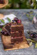 Schoko-Sahne-Törtchen mit Kirschen © Fräulein Glücklich