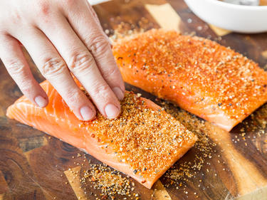 Fisch Gasgrill : Lachs richtig grillen außen knusprig innen saftig!