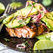 Gegrillter Lachs mit Avocado Salsa_featured