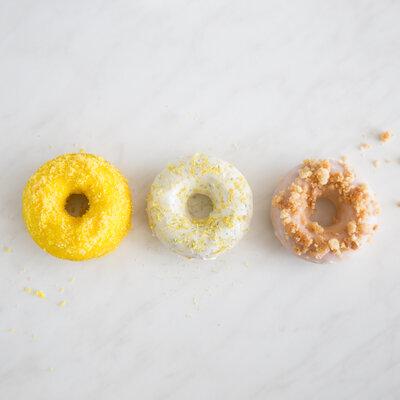 f r jeden was dabei schoko donuts mit dreierlei toppings. Black Bedroom Furniture Sets. Home Design Ideas