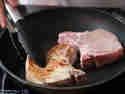 Schweinekotelett in Pfanne anbraten