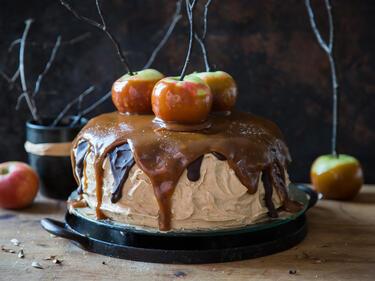 Herbstliche Snickers Torte Mit Salzkaramell Apfeln
