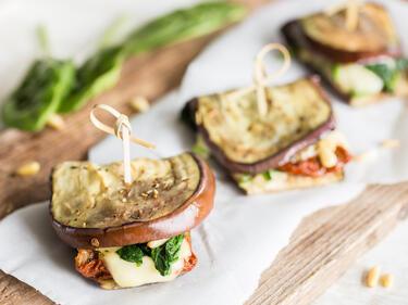schnelle auberginen sandwiches aus dem ofen. Black Bedroom Furniture Sets. Home Design Ideas