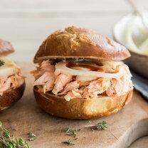Burger mit Pulled Salmon und Fenchelsalat_featured