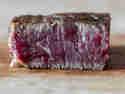 Steak mit der Faser geschnitten