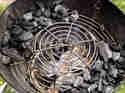 Raeuchern-mit-dem-Kugelgrill-indirektes-Grillen