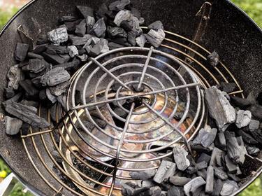 Rösle Gasgrill Indirektes Grillen : Räuchern mit dem kugelgrill: so wirds gemacht