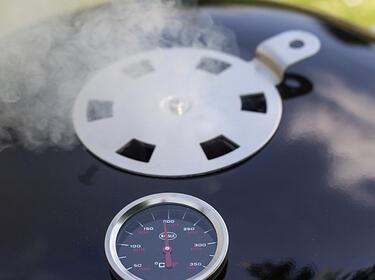 Rösle Gasgrill Räuchern : Räuchern mit dem kugelgrill so wird s gemacht