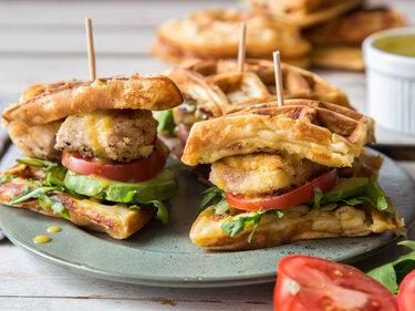 streetfood waffel sandwiches mit knusprigem h hnchen. Black Bedroom Furniture Sets. Home Design Ideas
