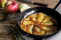 Speck-Pfannkuchen mit Apfelspalten