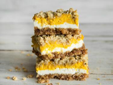 Süßer Herbst! Kürbis-Cheesecake-Bars mit Zimt-Streuseln