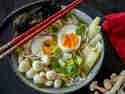 Japanisch in den Feierabend: Soba Bowl mit Pilzen und Ei