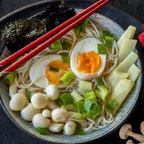 Soba Bowl mit Enoki Pilzen und Ei_featured