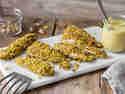 Hähnchen-Pistazien-Sticks mit Hummus