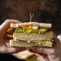Auf die Faust - Ultimatives Club Sandwich_featured