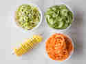 Mit den Spiralschneidern von Lurch lassen sich lange Spaghetti und hübsche Spiralen herstellen.