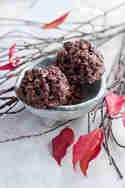 Raw Chocolate Macaroons © Maras Wunderland