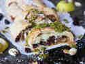 Veganer Birnen-Cranberry-Strudel mit Pistazienpesto