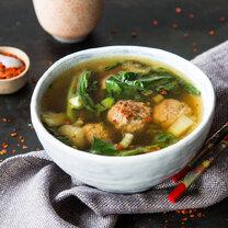 Asiatische Brühe mit Ingwer-Fleischbällchen_featured