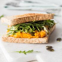Vollkorn-Sandwich mit Süßkartoffelaufstrich_featured