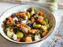Gerösteter Rosenkohlsalat mit Quinoa und Hähnchen