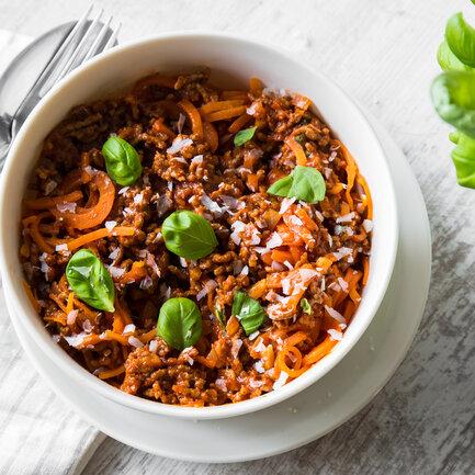 Möhrenspaghetti mit schneller Bolognese_featured